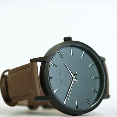 03 Black:Brown